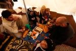 30- أفراد من عائلة سورية لاجئة يتناولون غداءهم في خيمتهم في مخيم Boynuyogun  للاجئين في مقاطعة Hatay في تركيا على الحدود التركية السورية يوم 16 آذار/ مارس. صرحت تركيا أنها قد تقوم بإنشاء منطقة عازلة داخل سوريا لتحمي اللاجئين الفارين من قوات الرئيس بشار الأسد، مما يزيد احتمال التدخل الأجنبي في الثورة التي استمرت لمدة عام. (مراد سيزر Murad Sezer /رويترز).
