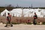 8- دورية لجنود أتراك حول مخيم Reyhanli  للاجئين في Hatay  يوم 25 آذار/ مارس. (أسامة أورسال/ رويترز).
