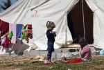 9- لاجئون سوريون في مخيمهم قرب الحدود في Reyhanli ، تركيا، يوم 19 آذار/ مارس 2012. وصل عدد اللاجئين السوريين الذين فروا من العنف في بلادهم أكثر من  16,000الآن. (برهان أوزبيليجي  Burhan Ozbilici/أسوشييتد برس).