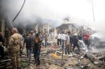 مجموعة من الناس تأتي إلى مكان الركام ويتجمعون وسطه. يحاول رجال الإطفاء إخماد الحريق. انفجرت سيارة ملغومة في حي مزة 86 بدمشق. الحي الذي يقع بالقرب من القصر الرئاسي. حيث يعيش الكثير من موالي النظام هناك. بحسب الإعلام الرسمي السوري قُتل في الانفجار الذي حصل يوم 5 نوفمبر / تشرين الثاني 11 شخصاً. حالياً يحصلتفجير واحد على الأقلفي دمشق كل أسبوع.