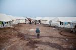 مخيم أطمة للنازحين السوريين. يعيش الآن حوالي 12،000 نازحاً في المخيم. 2 ديسمبر/كانون الثاني 2012، أطمة، سوريا.