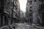 بالكاد تجد شقة سالمة. في الجنوب الشرقي من حلب يمشي السكان بين أنقاض ما كان من قبل حيّهم. بعد أيام طويلة من القصف المتواصل من الجيش السوري، تضررت المنازل بشكل كبير جداً.