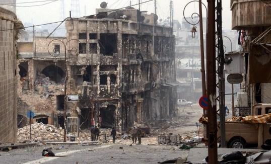 المدينة مدمرة. تمركزت القوات الحكومية السورية في منطقة تضررت بشدة في حلب القديمة في شمال سوريا في 12 يناير/كانون الثاني 2013.